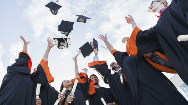 اسوء التخصصات الجامعية لعام 2021 والتي ننصحك بدراستها عن بعد